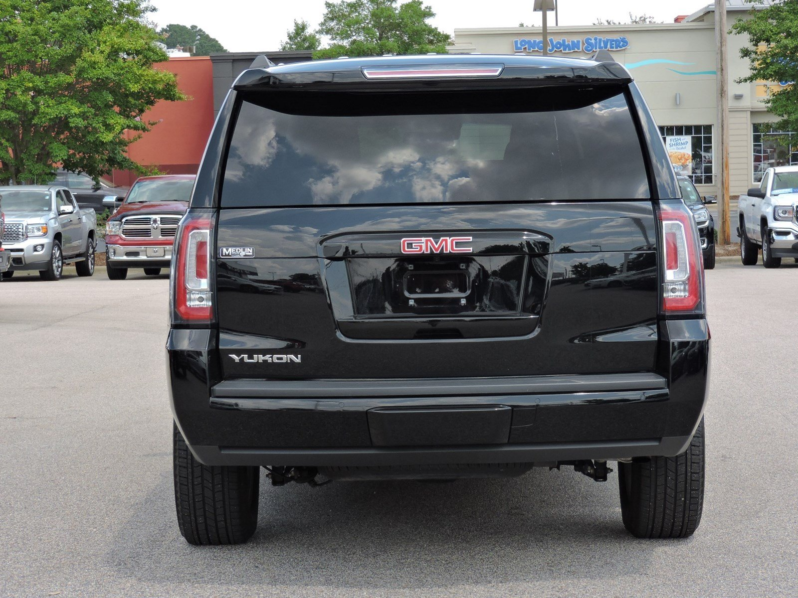 Pre-Owned 2018 GMC Yukon SLT With Navigation